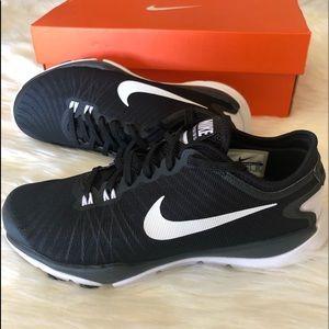 NEW Nike Fitsole Women size 5 black / white